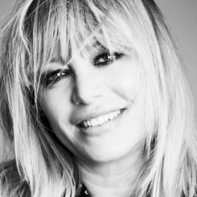 portrait photo of Stephanie Darling