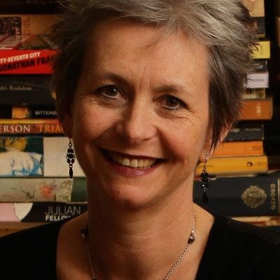 portrait photo of Alison Stewart