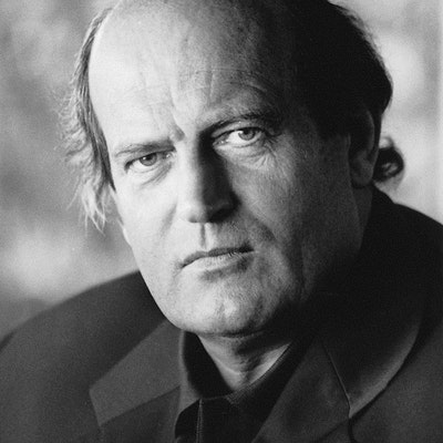 portrait photo of Peter Robb