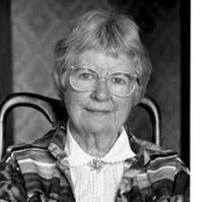 portrait photo of Gwen Harwood