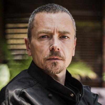 portrait photo of Simon Bryant