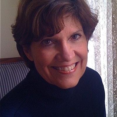 portrait photo of Lynne Olson