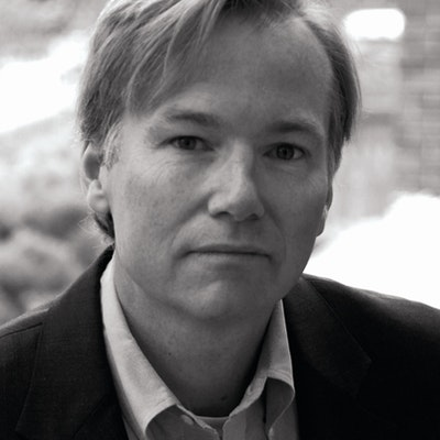 portrait photo of Steve Coll