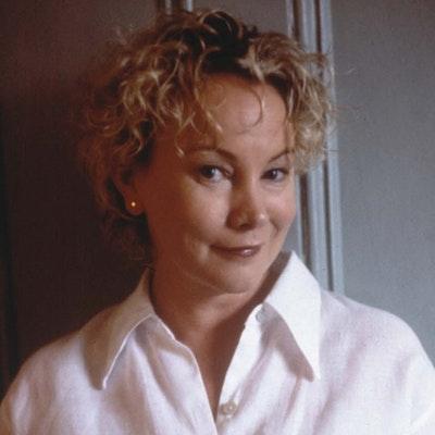 portrait photo of Kate Thompson
