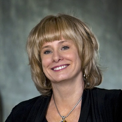 portrait photo of Kathy Reichs