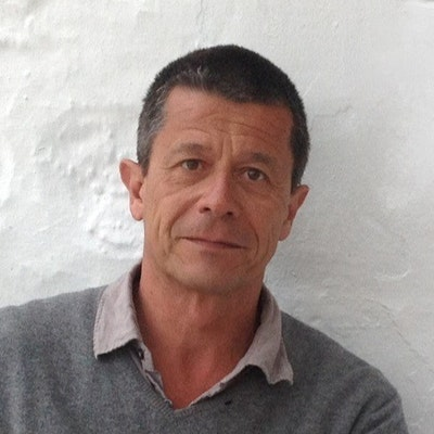 portrait photo of Emmanuel Carrère