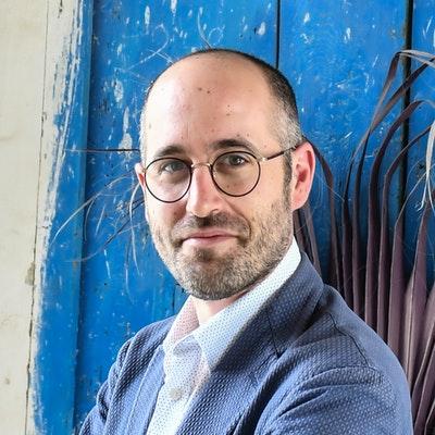 portrait photo of Daniel Lee