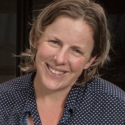 portrait photo of Fiona Redfern