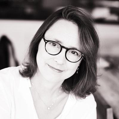portrait photo of Emma Curtis