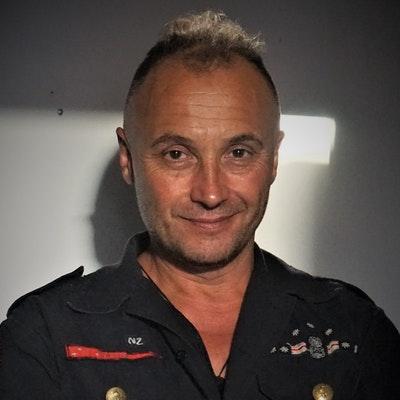 portrait photo of Michael Bennett