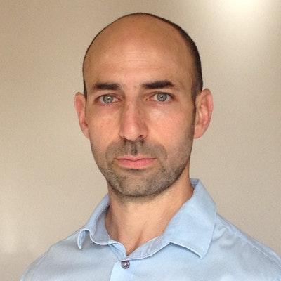 portrait photo of Jonathan Pearlman
