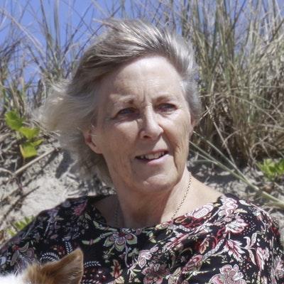 portrait photo of Clare Scott