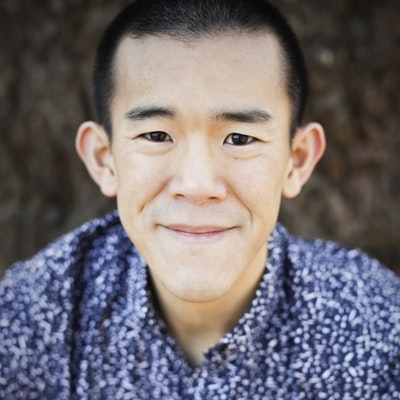 portrait photo of Ed Yong