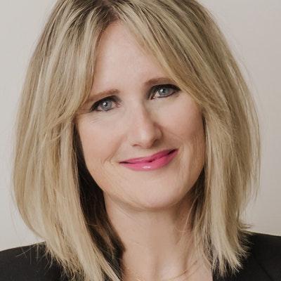 portrait photo of Dr Anna Martin
