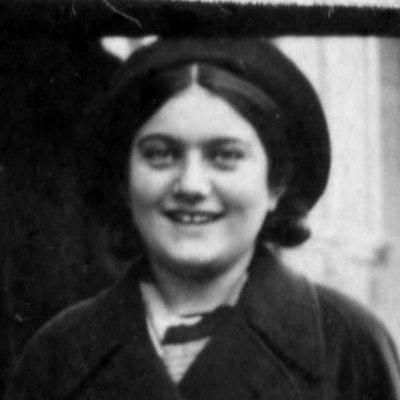 portrait photo of Renia Spiegel