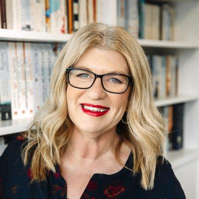 portrait photo of Lisa Ireland