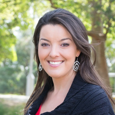 portrait photo of Lynette Noni