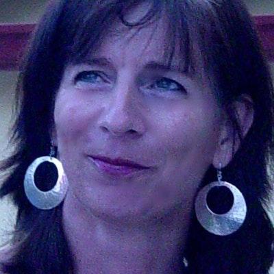 portrait photo of Rebecca Lisle