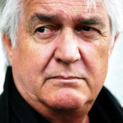 portrait photo of Henning Mankell