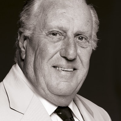 portrait photo of Frederick Forsyth