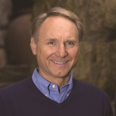 portrait photo of Dan Brown