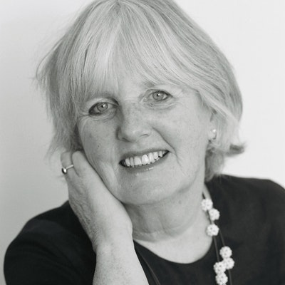 portrait photo of Fiona Farrell