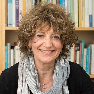 portrait photo of Susie Orbach