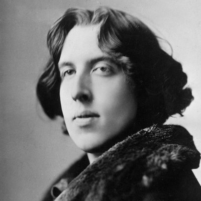 portrait photo of Oscar Wilde