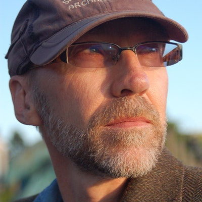 portrait photo of Steven Erikson