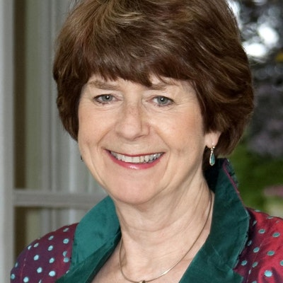 portrait photo of Pam Ayres