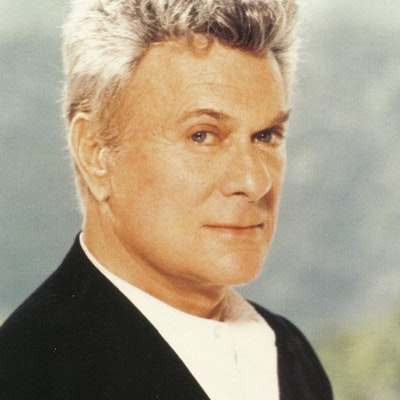 portrait photo of Tony Curtis