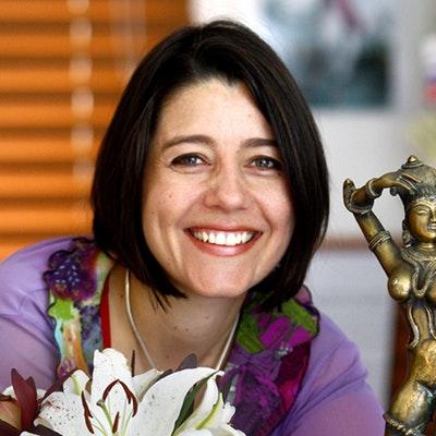 portrait photo of Claire Scobie