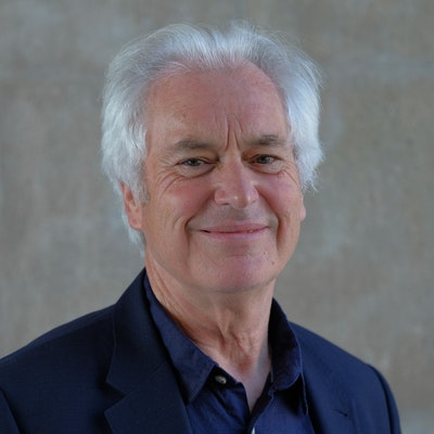 portrait photo of Ian Robertson