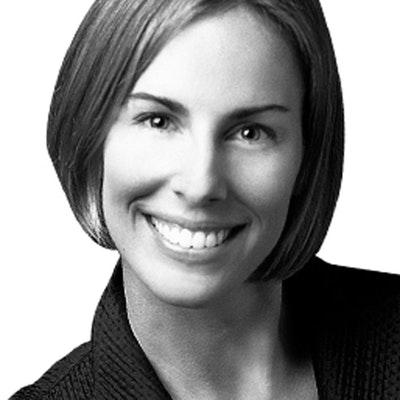 portrait photo of Elizabeth Singer Hunt