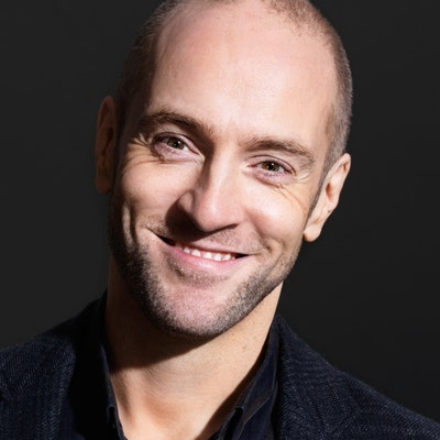 portrait photo of Derren Brown