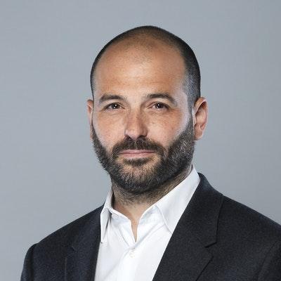 portrait photo of Raphael Honigstein