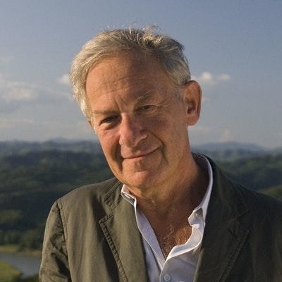 portrait photo of Simon Schama