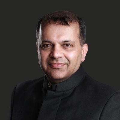 portrait photo of Suketu Mehta