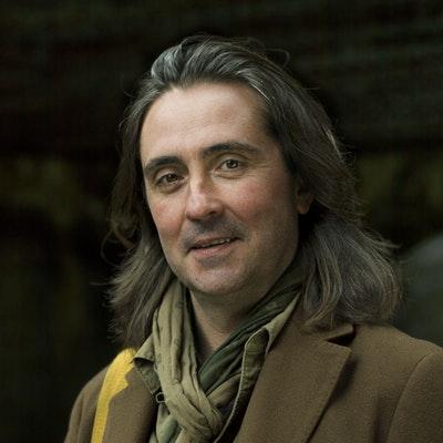 portrait photo of Neil Oliver