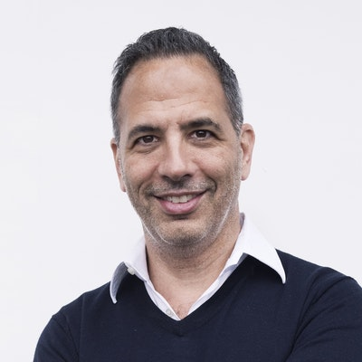 portrait photo of Yotam Ottolenghi