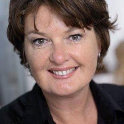portrait photo of Patty Harpenau