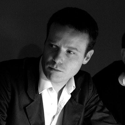 portrait photo of Tom McCarthy