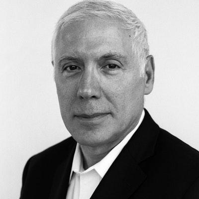 portrait photo of Stephen Grosz