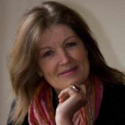 portrait photo of Fiona McLaren