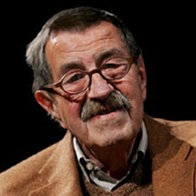 portrait photo of Günter Grass