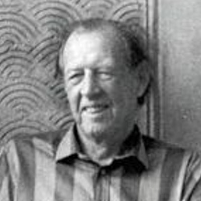 portrait photo of Raymond Williams