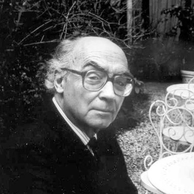 portrait photo of José Saramago