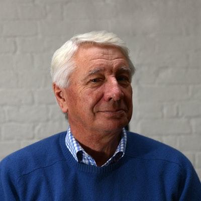portrait photo of Andrew Swanston