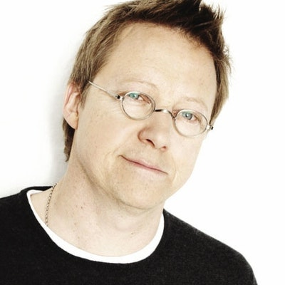 portrait photo of Simon Mayo