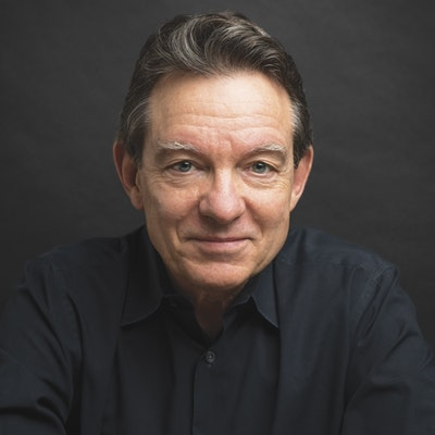 portrait photo of Lawrence Wright